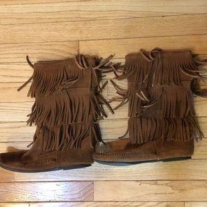 Minnetonka size 10 brownish fringed boots